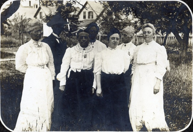 Etta Dunham on right end