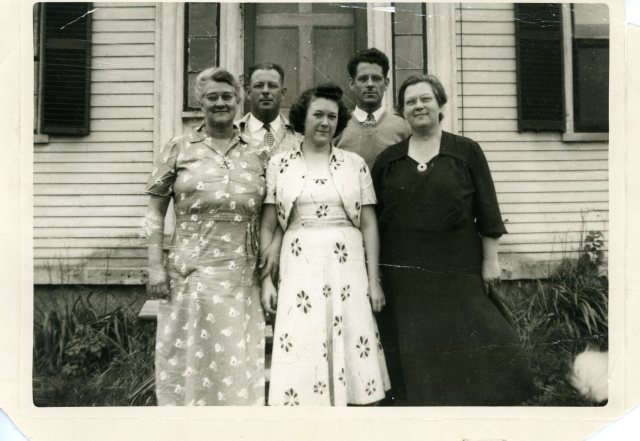 Gilbert kids: Perry (1909 – 1978), Ivan (1920 – ), Claire, Alice (1918 – 2001), Doris in Vassalboro.