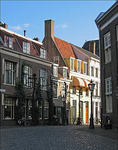 In 1617 Thomas and Anne are living in Pieterskirkof Street in Leiden, Holland where three of their children are buried in a churchyard.