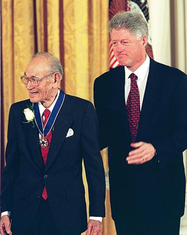 Fred Korematsu receives the Presidential Medal of Freedom from Bill Clinton